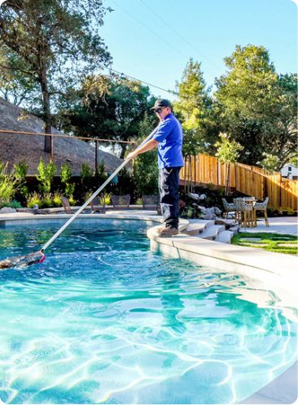 norcal pool service technician cleaning a pool