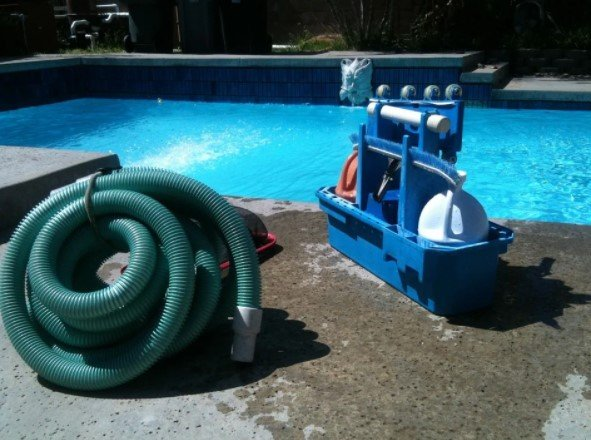 Benefits of Hiring Professional Pool Cleaners